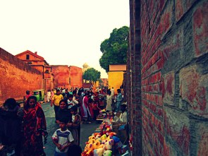 Bazaar outside Lahore Fort